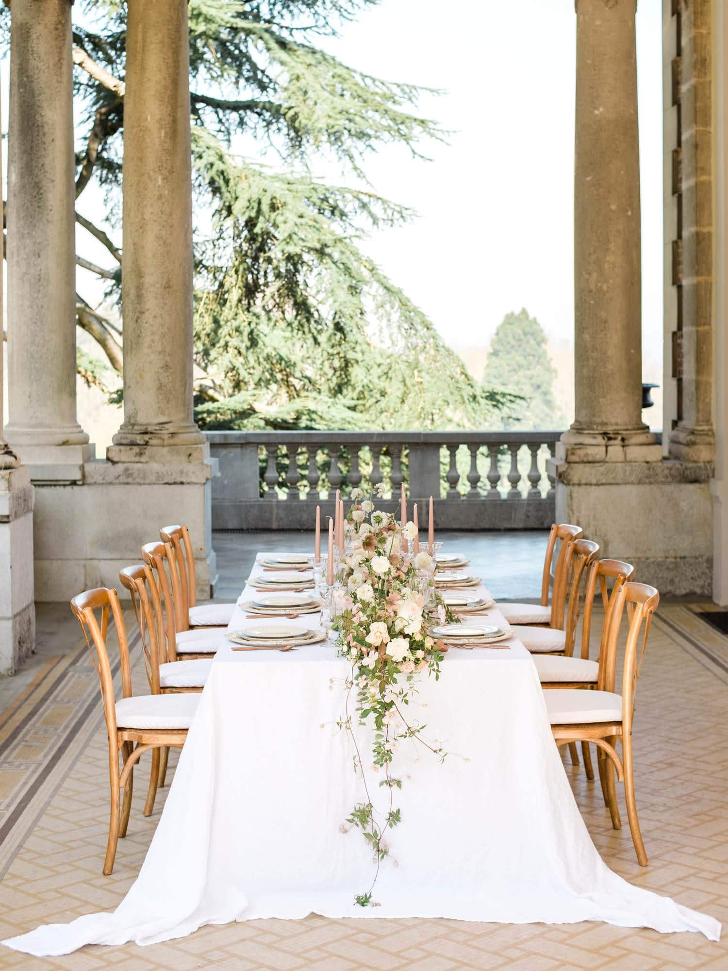 wedding table at Château Bouffemont